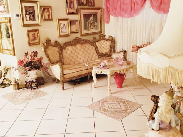 "Vintage ""Caribbean"" Room"
