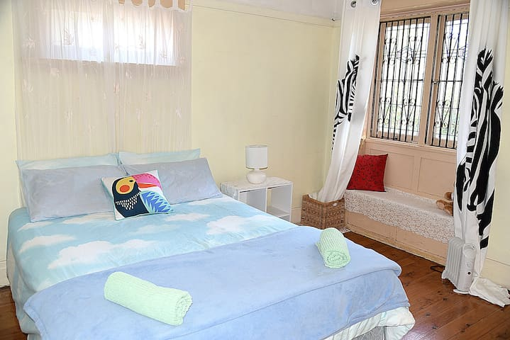 2. Large Queen Room Epping, Sydney 20 min by train