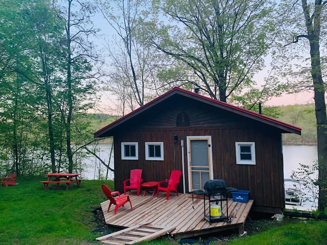 Couples Cottage Getaway on Otonabee River