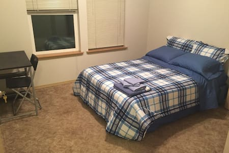 Master Bedroom near Downtown Everett (Room #2) - 埃弗雷特(Everett)