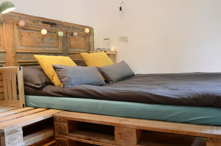 Garden House - Rustic Double Room with a Balcony - Bled - Pension