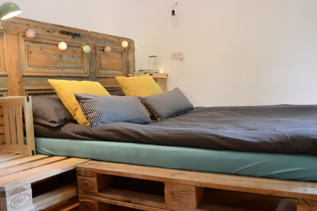 Double bed made of re-used materials