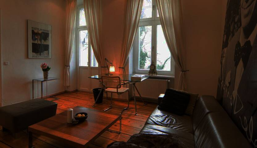 High caliber outfitted 2 rooms flat in Kreuzberg