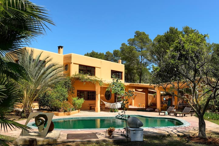 Spacious Villa w/pool 15m to Ibiza