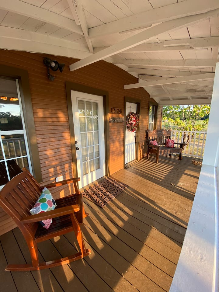 TnT Lake Texoma Getaway on 10 acres close to lake.