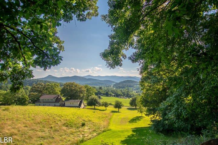Mountains R Calling! Long range & pasture views!!