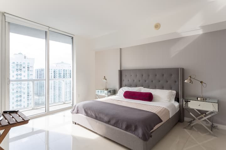 Amazing Condo @ICON  Following CLEANING Guidelines
