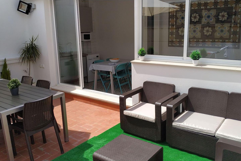 amplia terraza donde disfrutar del buen clima de la ciudad
