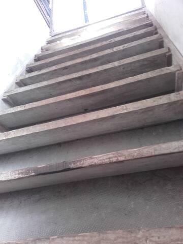 Escalier qui mène à la chambre