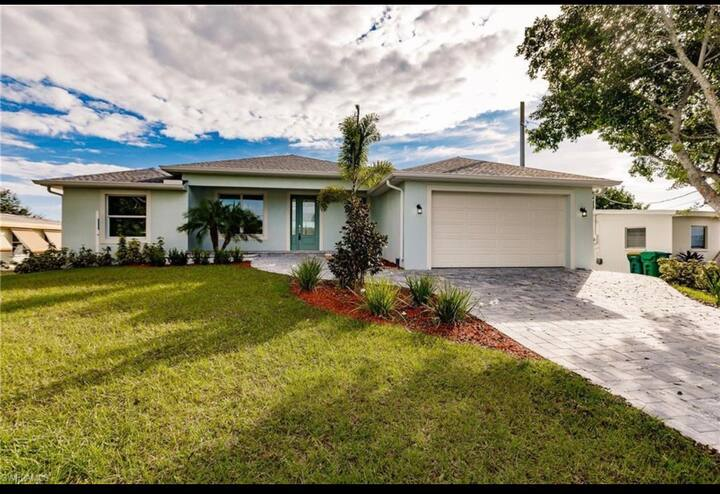 Beautiful home in Port Charlotte with water front