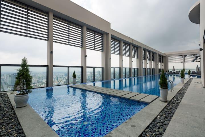 Free Rooftop pool + Beach access/2BR Luxury Apt