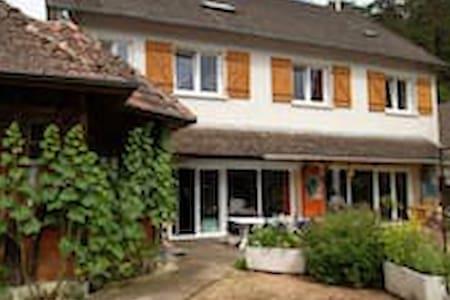 Chambre tout confort à Saint-Honoré-les Bains - Saint-Honoré-les-Bains - 단독주택