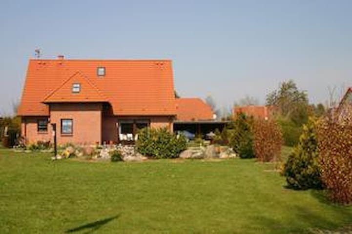 Ferienwohnung in Altenkirchen im Norden der Insel Rügen mit großem Garten (Doppelzimmer)