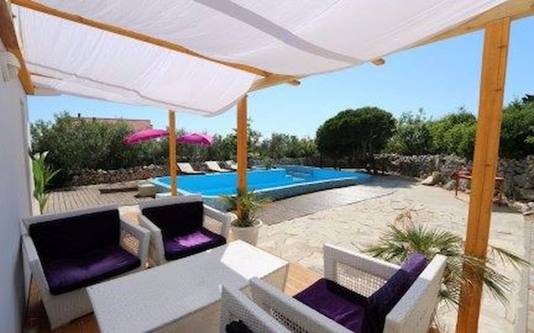 Apartman for 6 people with swimming pool