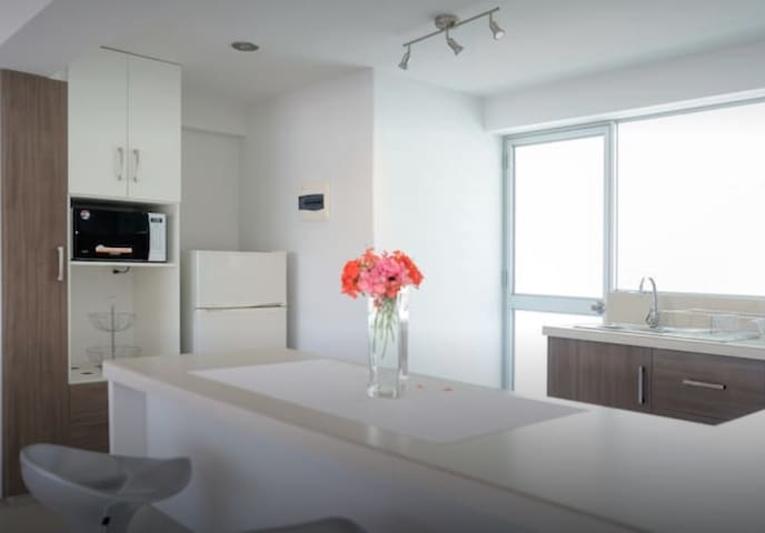 BRIGHT AND STYLISH CENTRAL FLAT