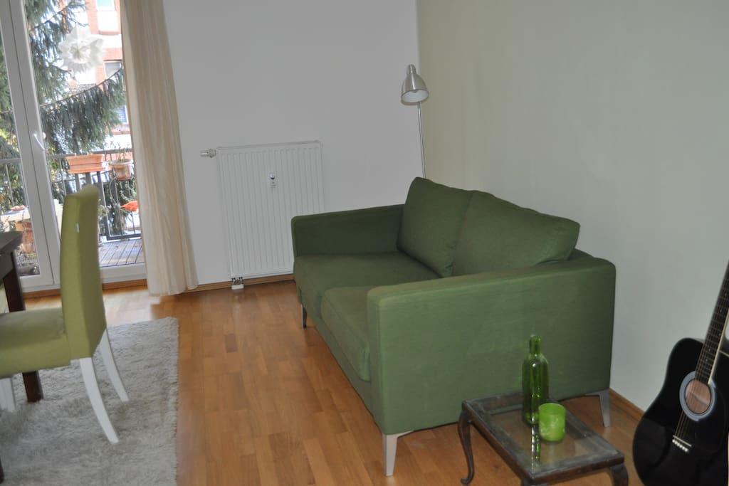...gemütlicher Couch...