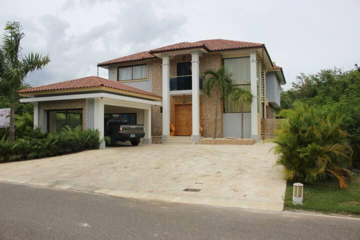 Villa atardecer Playa Nueva Romana