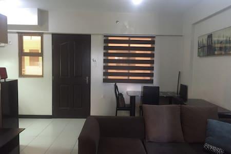 Modest condo near airport & malls - Appartement en résidence