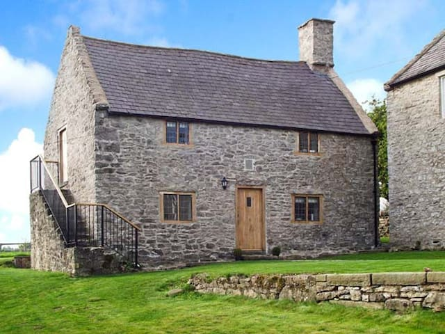 TY TABITHA WYNNE, character holiday cottage in Caerwys, Ref 27655