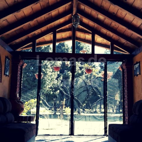 Cabaña con servicios de temazcal, masajes y comida