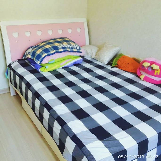 床铺和抱枕 保证干净整洁