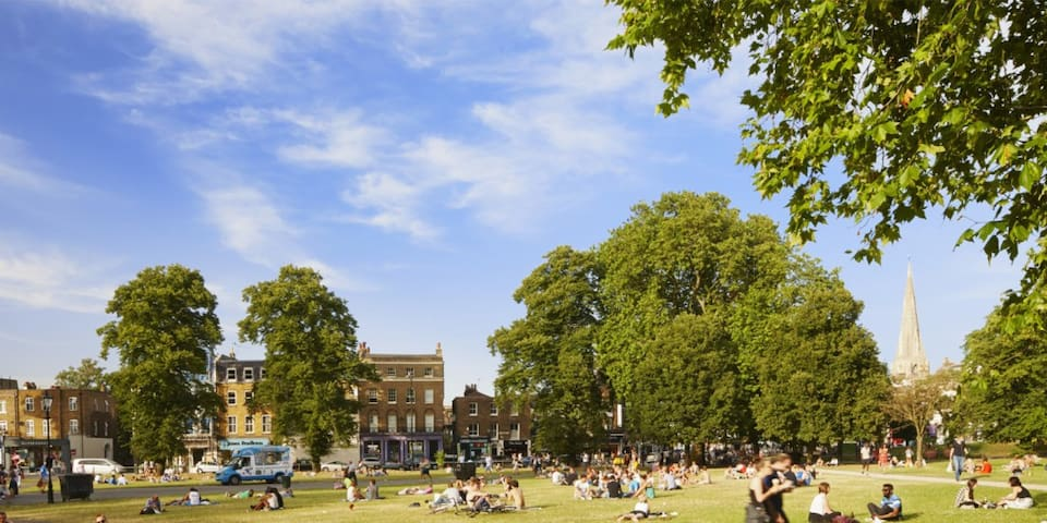 In the heart of Clapham Common!