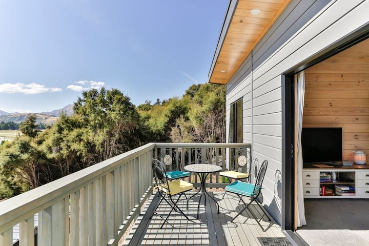 Hidden Hills Haven - New, Views, Private Sanctuary