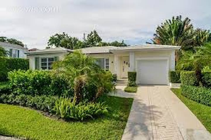 WPB Bungalow with Water Views - West Palm Beach - Maison