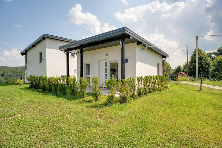 Serene Holiday Home in Đurđevac with Garden