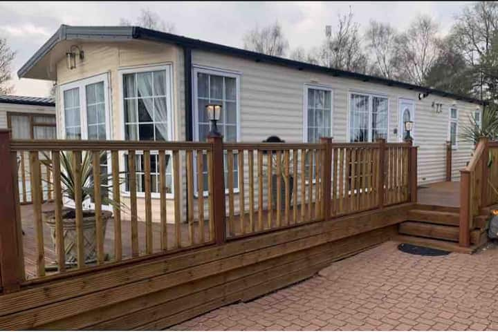 Luxury Lakeside Bungalow with private jetty *****