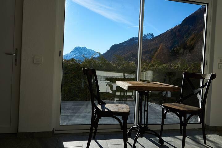Cozy studio, magnificent view close to Chamonix