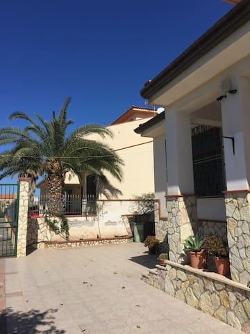 Casa Vacanza 10 km da Palermo sul mare - Bagheria - Appartement