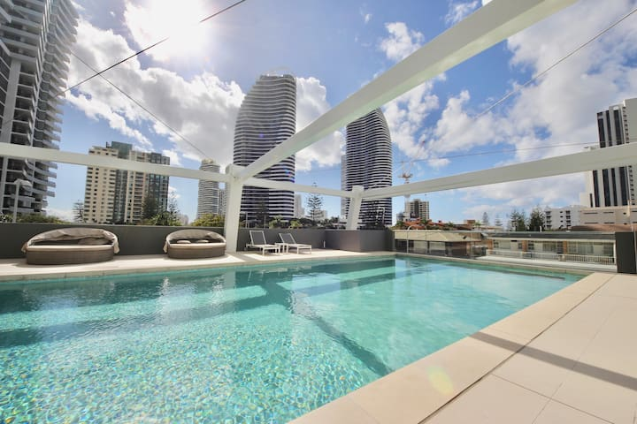 Luxury Beaches Broadbeach 906