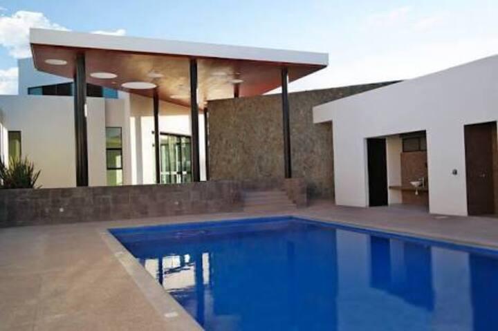 Habitaciones privadas en San Luis (alberca y gym)