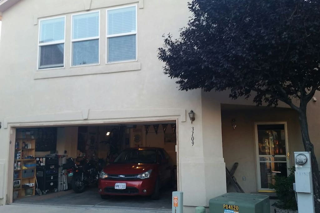 Garage (room for one guest vehicle)
