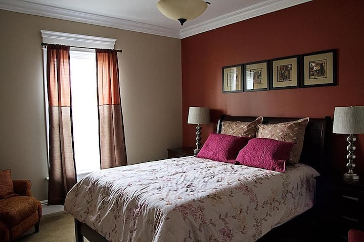 Wishmaker House Bed and Breakfast-Whitney's Room