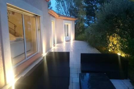 Villa contemporaine de 250 m2 au cœur d'une pinède