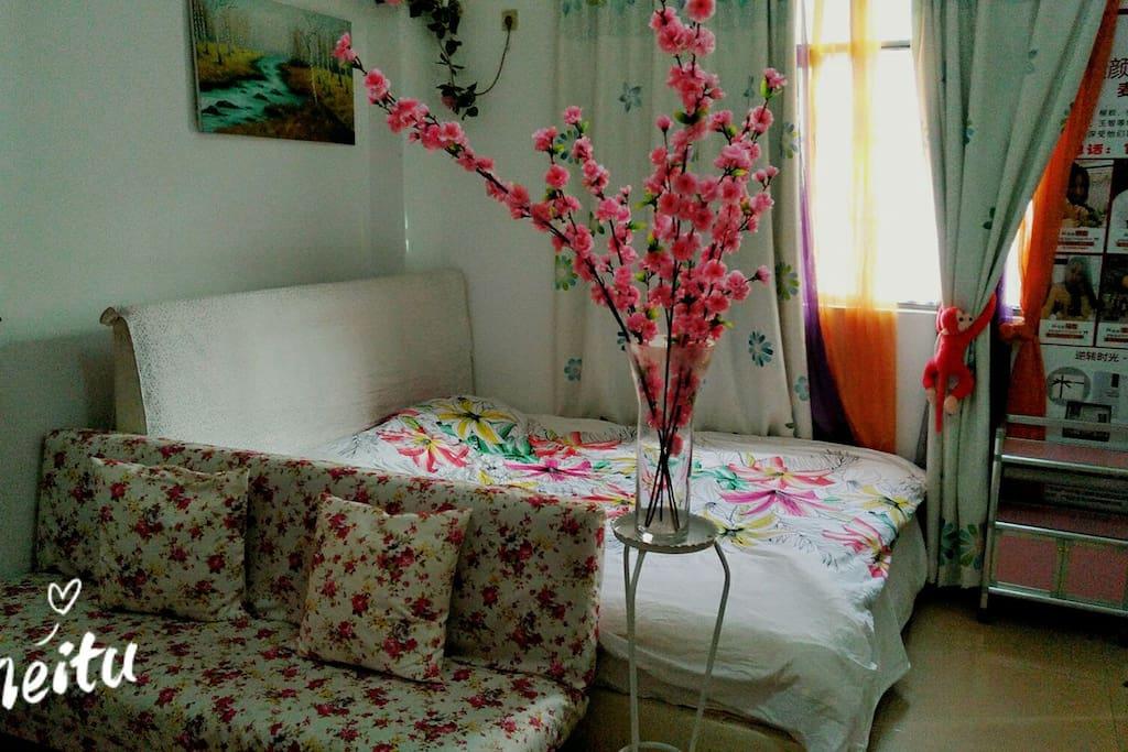 桃花掩映中,两米舒适大床