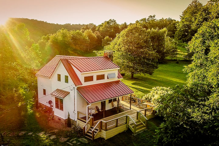Renovated 1880's farm in beautiful Highlands, NC
