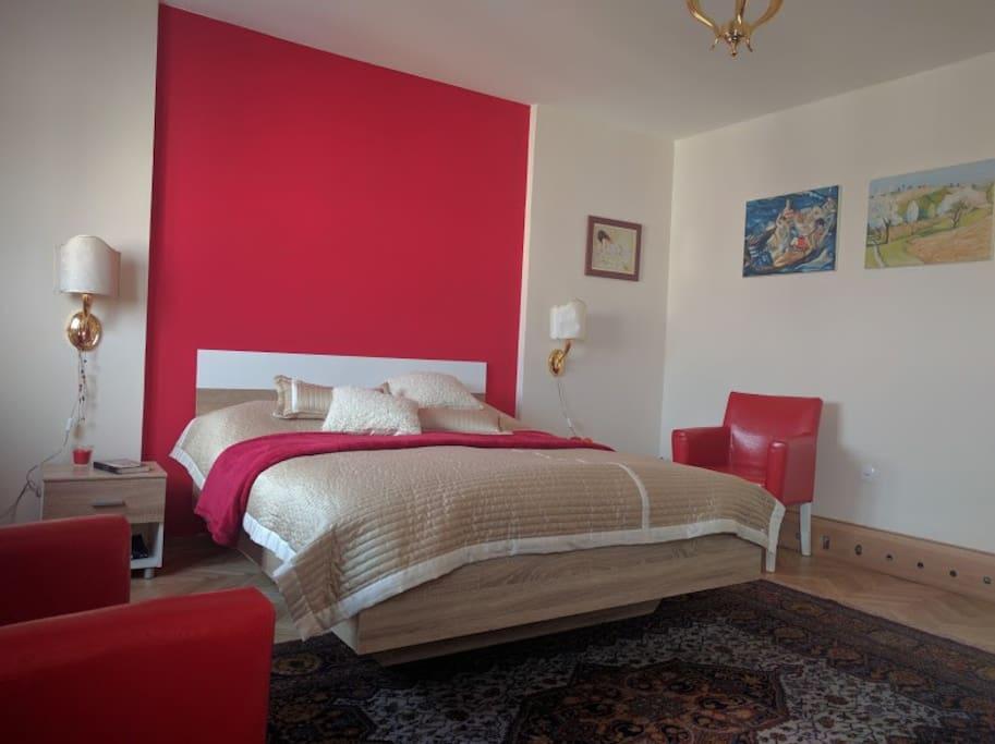 Red Room queen bed