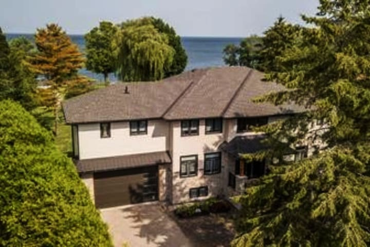 LUXURY  VACATION at the LILY HOUSE! Lake Simcoe!!
