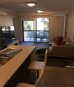 Lovely modern, central Gold Coast. - Southport - Lakás