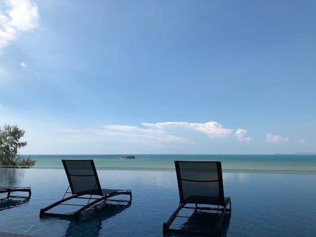 Magnificent Beachfront Seaview Studio (2)
