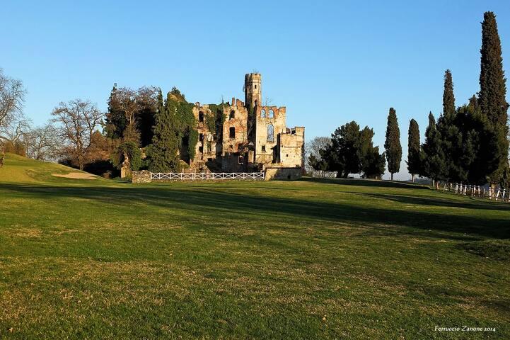 Il castello Di cerrioni, proprio a 2 passi dalla casa