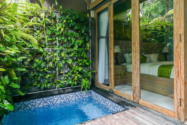 Cozy Romantic Suites 10 Mins to Batu Bolong Beach