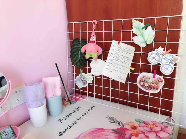 「小姐姐的新家,优先女生入住,粉色调迷你独立密码锁房间」靠近集庆门大街地铁站,各大景点30分钟内抵达