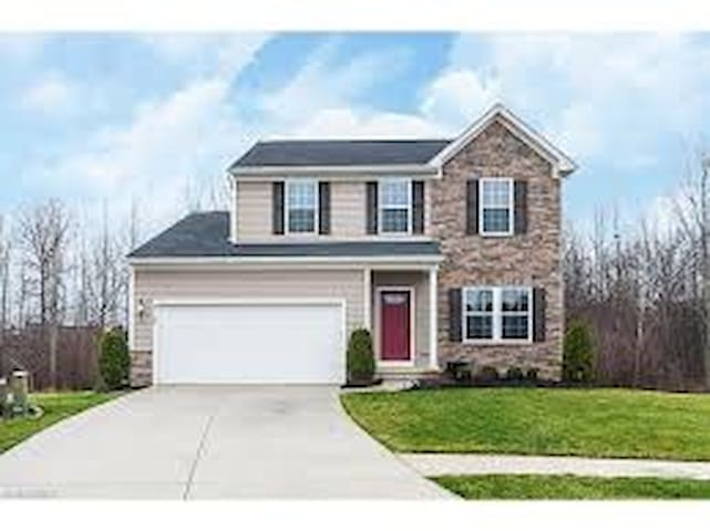 Family-friendly, culdesac home - North Ridgeville