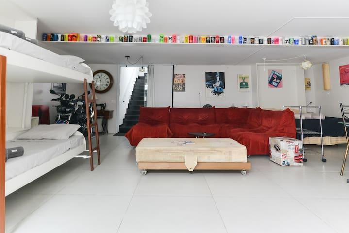 Garage Room 200m subway Vila Madalena