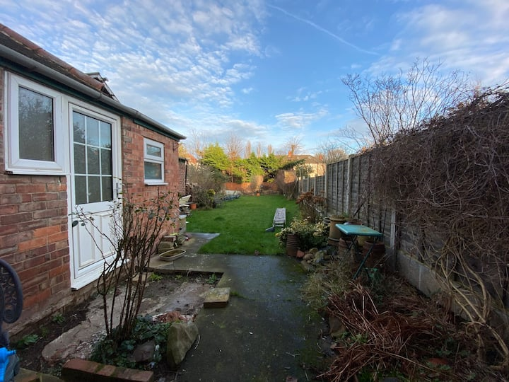 Modern refurbished house with 2 BEDROOMS available