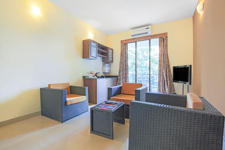 Charming 1 BHK with a swimming pool/70868
